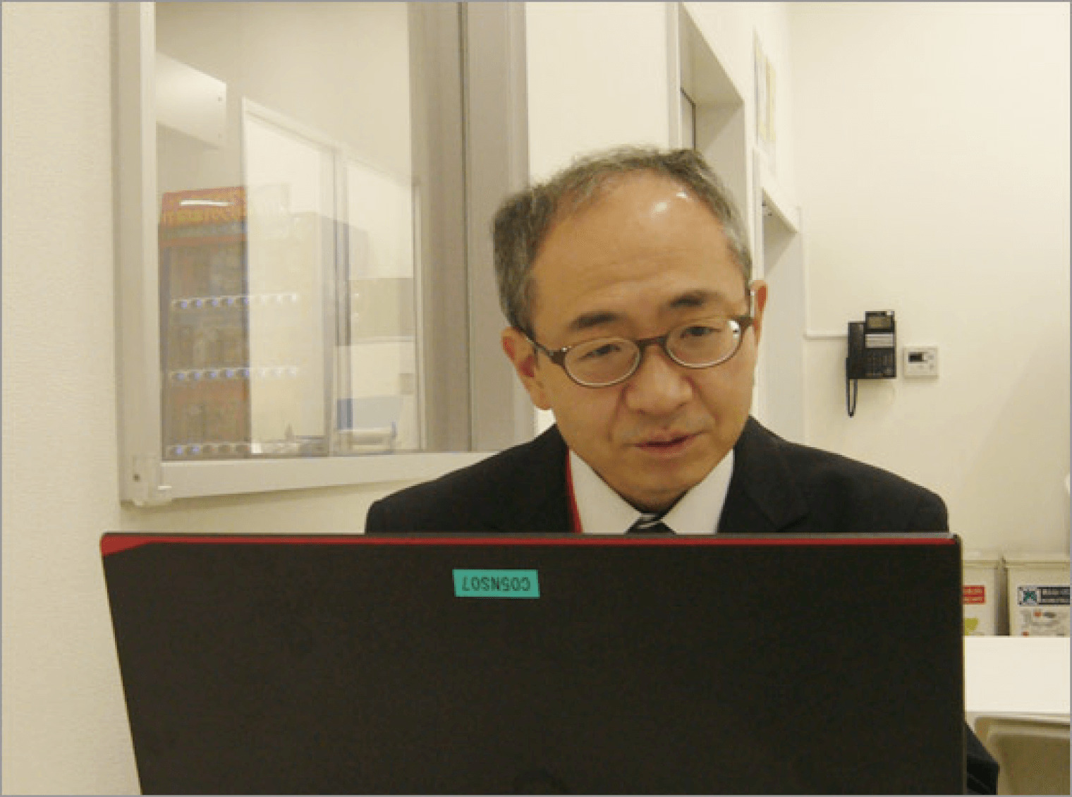 現場で実務を担当している 人形町今半フーズプラント・管理課の鈴木氏